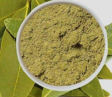 Dried bay leaves powder